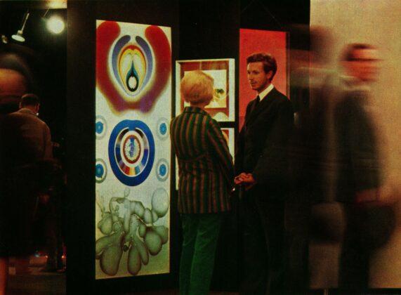 Raimund Thomas at Koelner Kunstmarkt 1968 in front of works by Gernot Bubenik