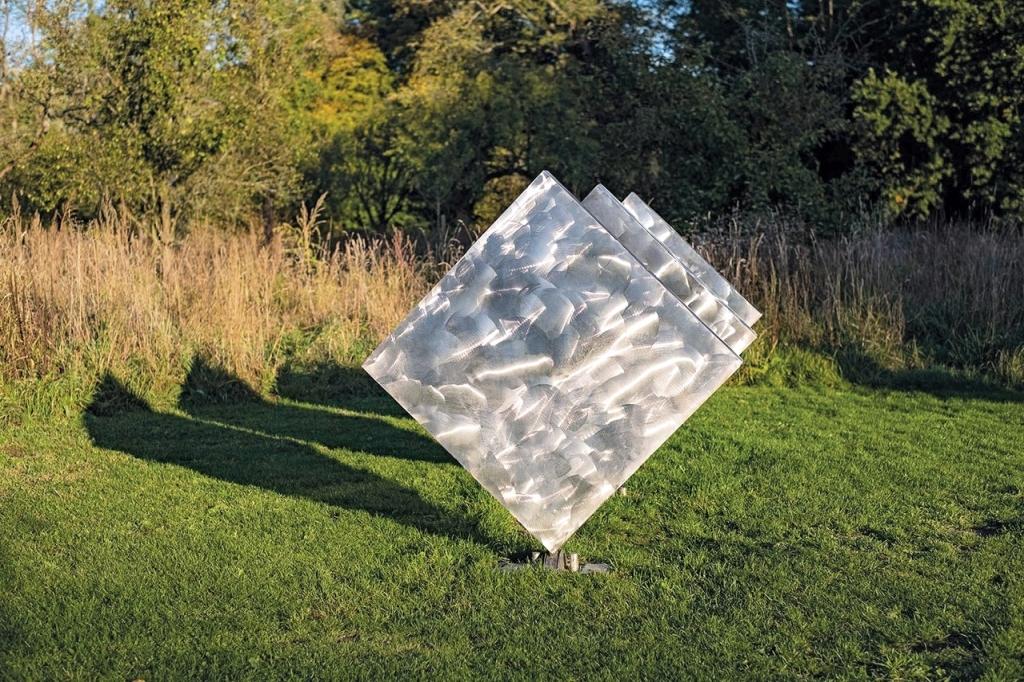 George Rickey - Three Squares Vertical Diagonal II 2/3