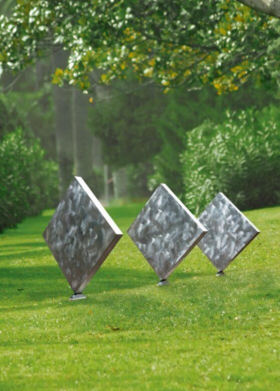 George Rickey - Three Squares Vertical Diagonal II 1/4